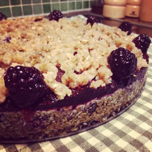 Raw vegan blueberry crumble pie